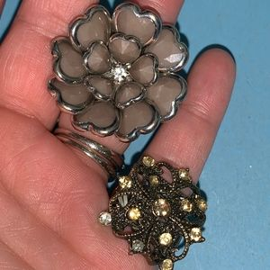 Stretchy floral rings